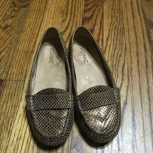 Vionic leather loafers size 6